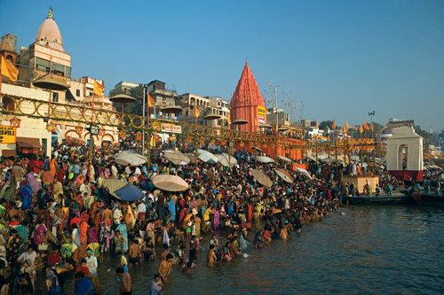 Ganges-Bathing-Varanasi-Ghats-Crowd