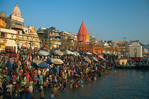 Ganges-Bathing-Varanasi-Ghats-Crowd